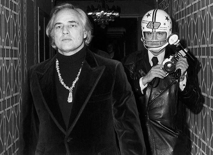 Schirn_Presse_Paparazzi_Galella_Ron_Marlon_Brando_1974