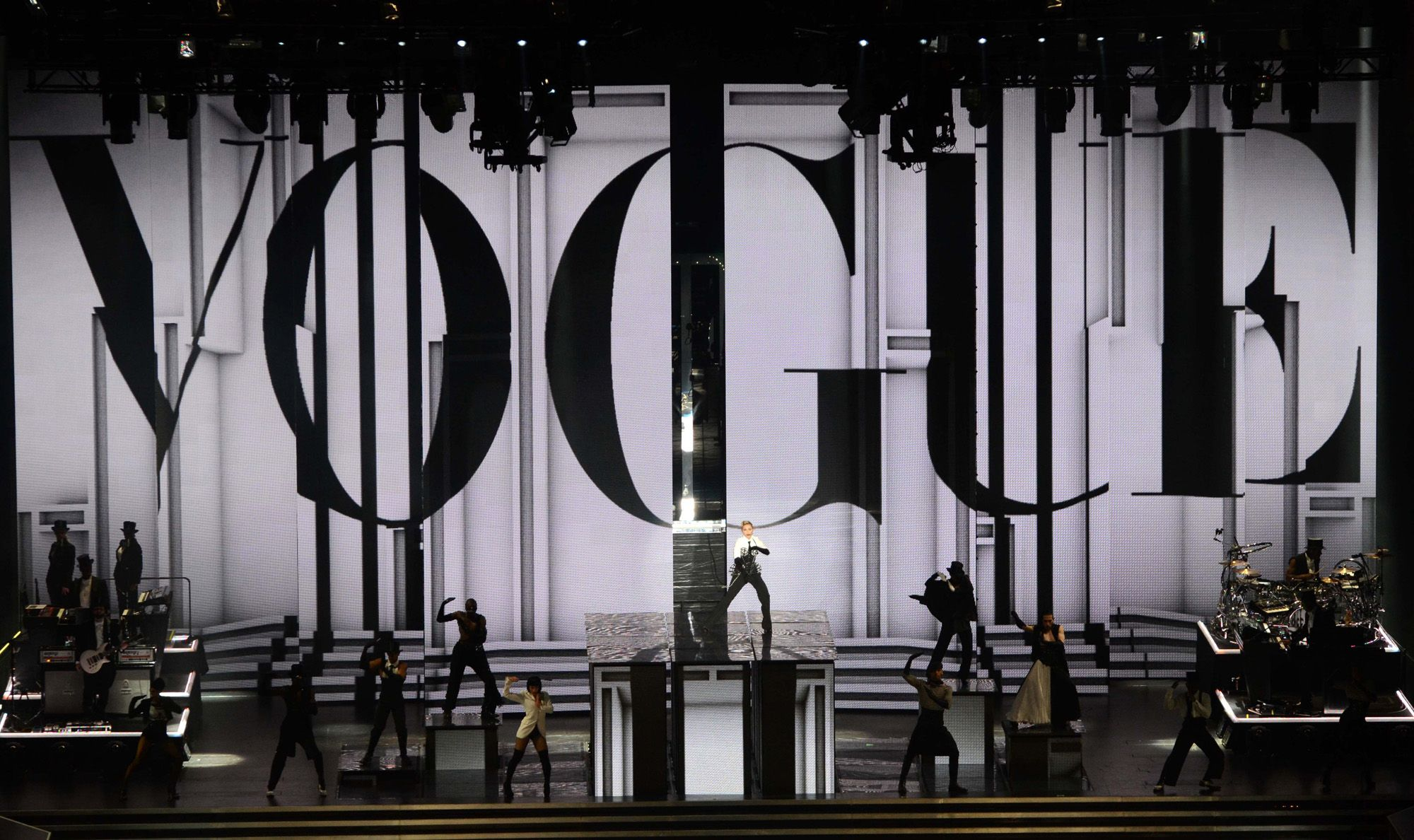 20120804-pictures-madonna-mdna-tour-moment-factory-stage-05