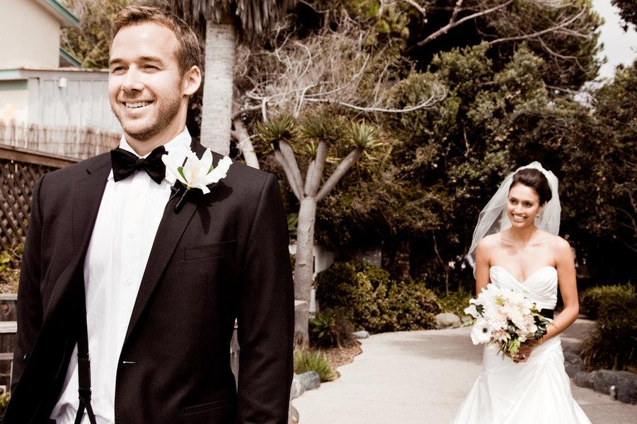 groom-bride-first-look
