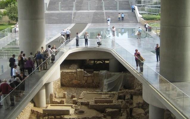 nea-monimi-ekthesi-kato-apo-to-mouseio-tis-akropolis