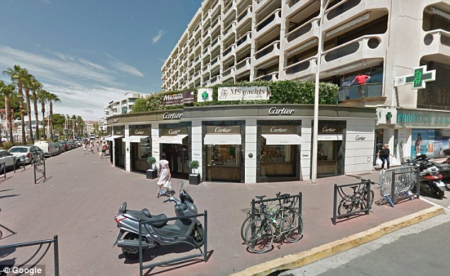 2869668F00000578-3072002-Prestige_The_shop_front_of_Cartier_on_the_Croisette_seafront_in_-a-6_1431004077350