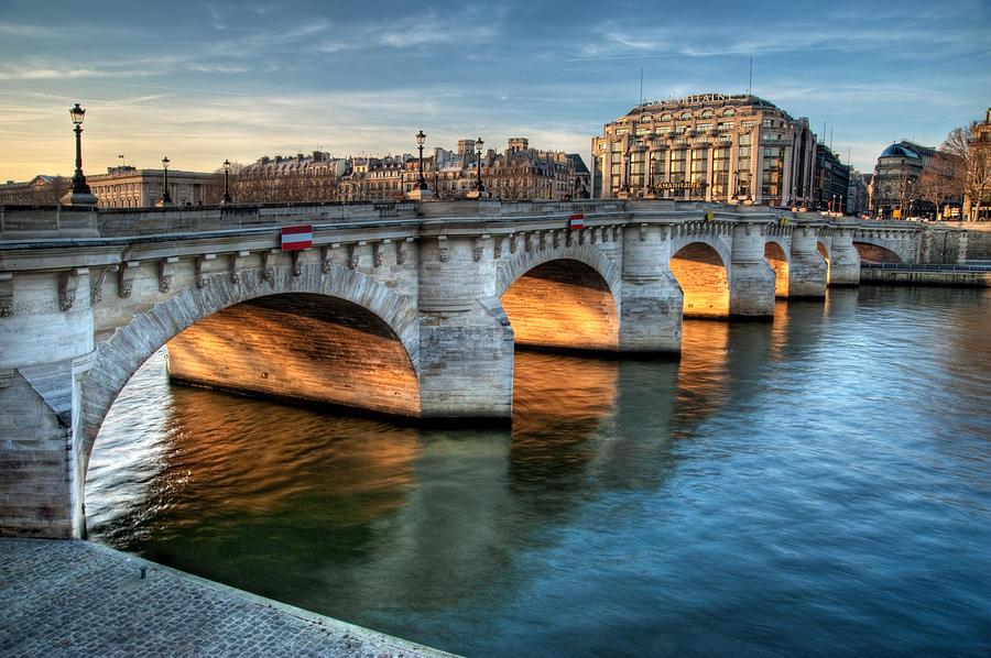 pont-neuf-and-samaritaine-paris-france-romain-villa-photographe