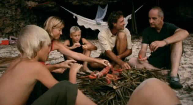 2982CA3600000578-3116580-McCloud_joins_the_family_for_a_barbecued_dinner_on_the_beach_The-a-10_1434012922763