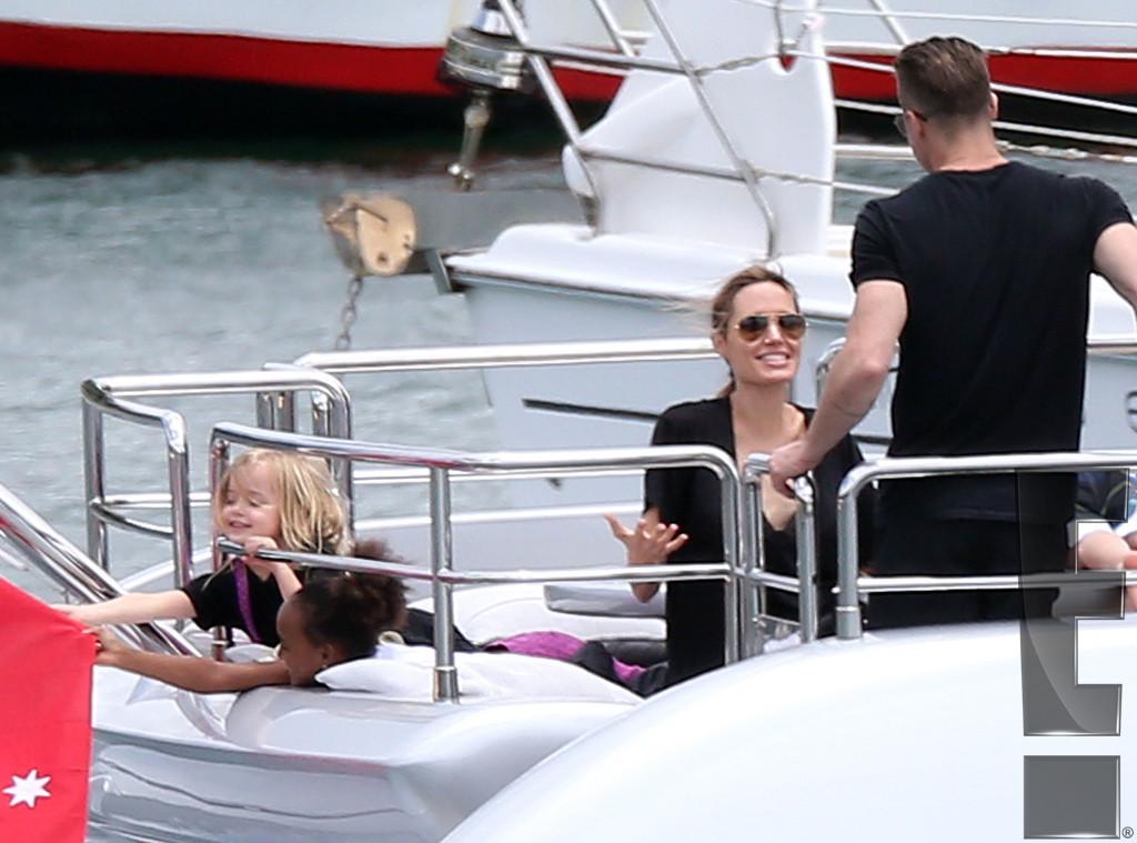 rs_1024x759-131205105700-1024_Brad-Pitt-Angelina-Jolie-Exclusive-Family-Holiday-21_jl_120513
