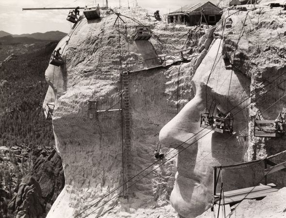 mount-rushmore-construction-above_64400_600x450