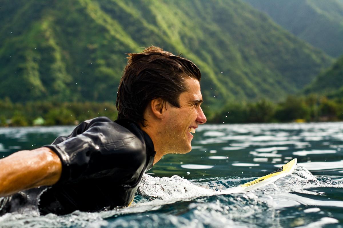 surfer_in_tahiti