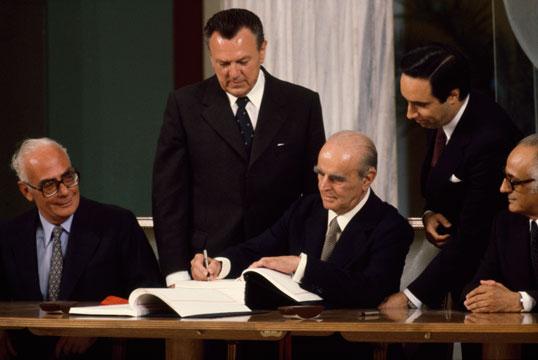 Greece-Joins-EEC-Economic-Community-EU-Greek-Debt-Crisis-Timeline-1981-538-360