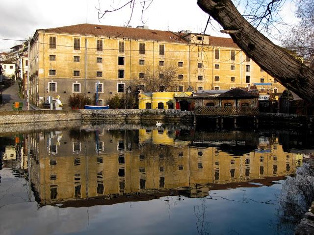 hydrama-grand-hotel-anoikse-tis-pules-tou15
