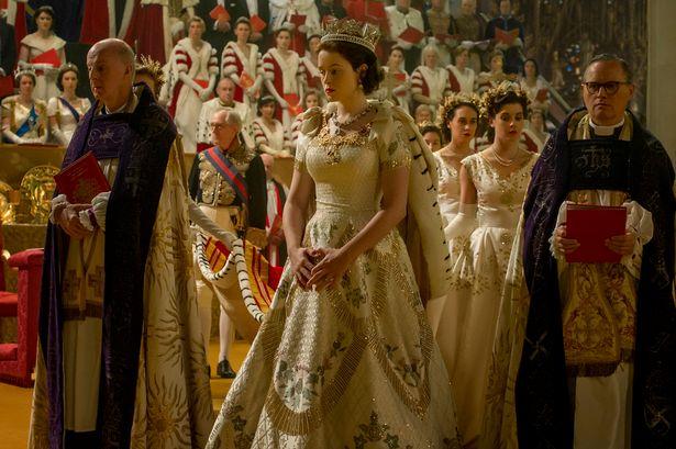 THE CROWN, QUEEN ELIZABETH II, ΤΟ ΣΤΕΜΜΑ, ΒΑΣΙΛΙΣΣΑ ΕΛΙΣΑΒΕΤ, ΤΗΛΕΟΠΤΙΚΗ ΣΕΙΡΑ,