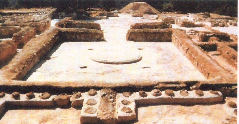 στην Πύλο ο κυψελοειδής τάφος του Νηλέα,