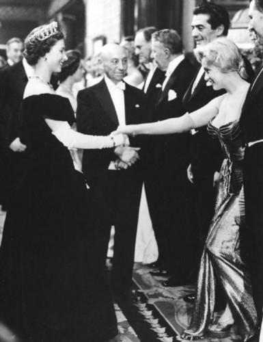 Marilyn-Monroe-meets-Queen-Elizabeth-II-London-1956-queen-elizabeth-ii-33199014-385-500