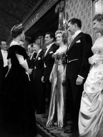 Marilyn-Monroe-meets-Queen-Elizabeth-II-London-1956-queen-elizabeth-ii-33199016-338-450
