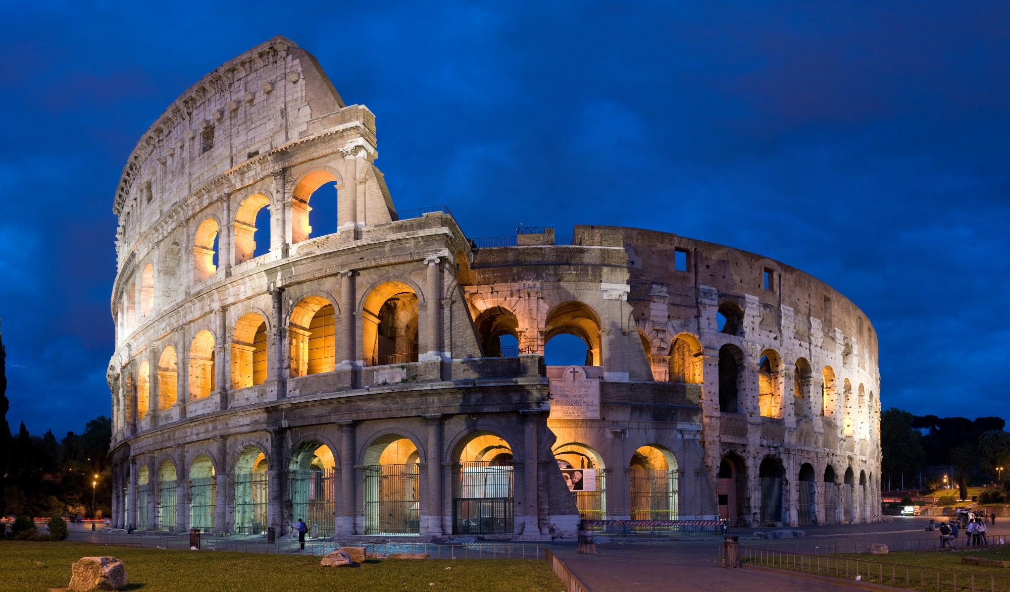 Colosseum_in_Rome_Italy_-_April_2007-e1300679753842