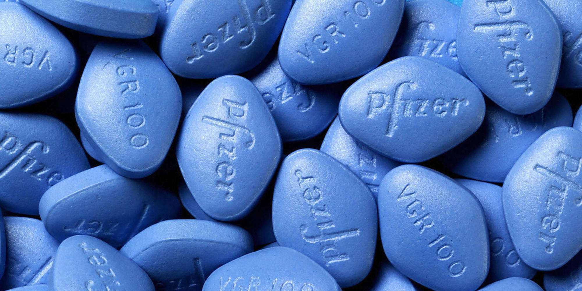 (FILES)This undated file photo shows Viagra pills made by Pfizer. CIA agents are offering the potency drug Viagra and other gifts to win over Afghan warlords in the US-led war against Taliban insurgents, the Washington Post reported on December 26, 2008. Paying for information is nothing new for the Central Intelligence Agency, but officers have started employing unusual incentives to persuade Afghan local leaders to share intelligence about the Taliban's movements, the Post wrote, citing unnamed sources in the spy service. AFP PHOTO/HANDOUT/RESTRICTED TO EDITORIAL USE =GETTY OUT=