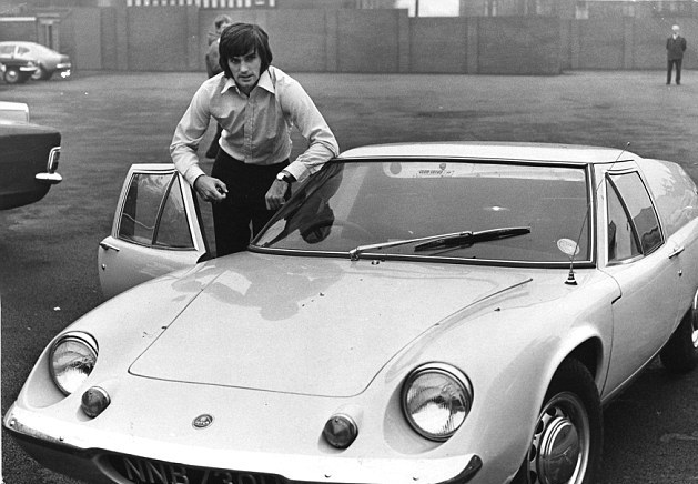 1412955870514_wps_8_Footballer_George_Best_di