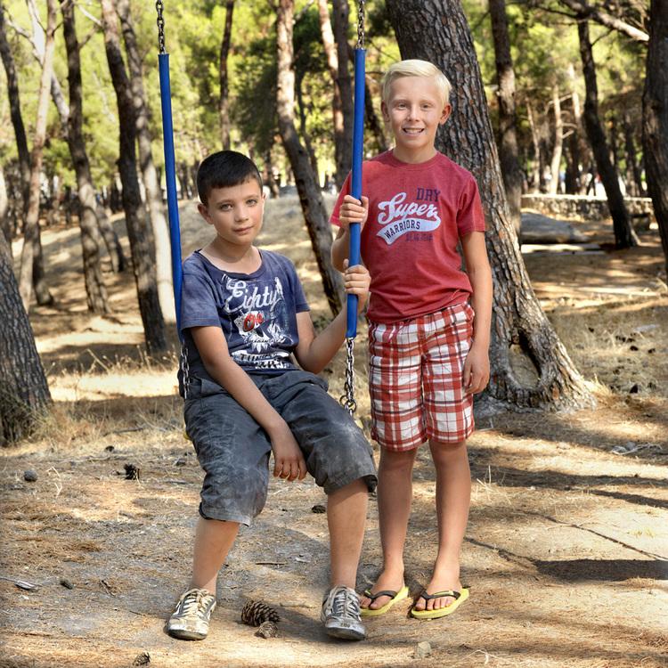 Ο 11χρονος Αλάα από τη Συρία και ο 9χρονος Φιν από τη Βρετανία