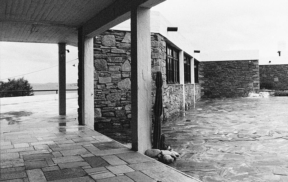Φωτογραφία από το Ξενία στη Μύκονο. Σχεδιάστηκε από τον Αρη Κωνσταντινίδη (1960), ΞΕΝΙΑ, XENIA, ARIS KONSTANTINIDIS, ΑΡΗΣ ΚΩΝΣΤΑΝΤΙΝΙΔΗΣ, nikosonline.gr