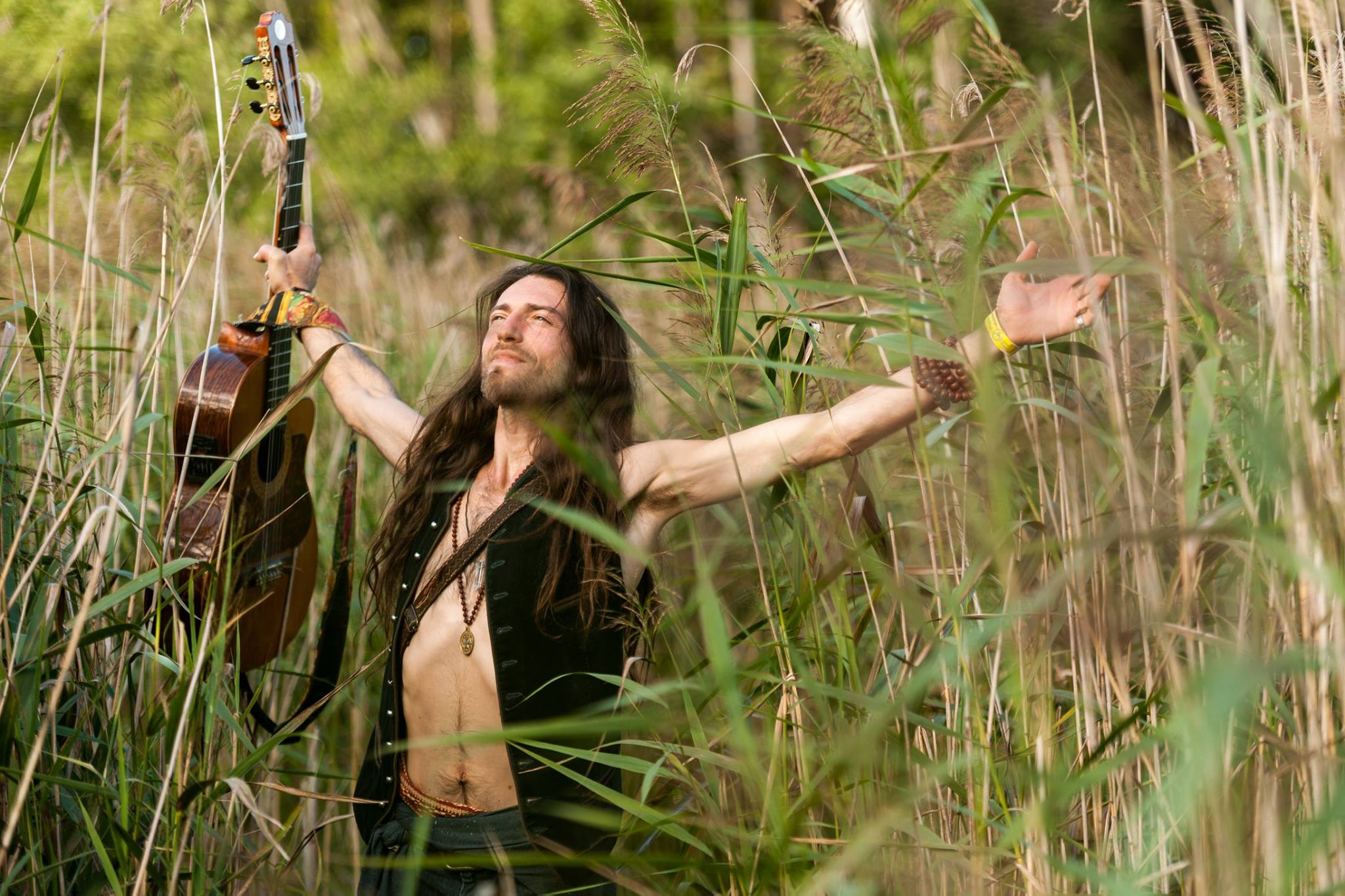 Estas-Tonne-Official-Wallpaper-8