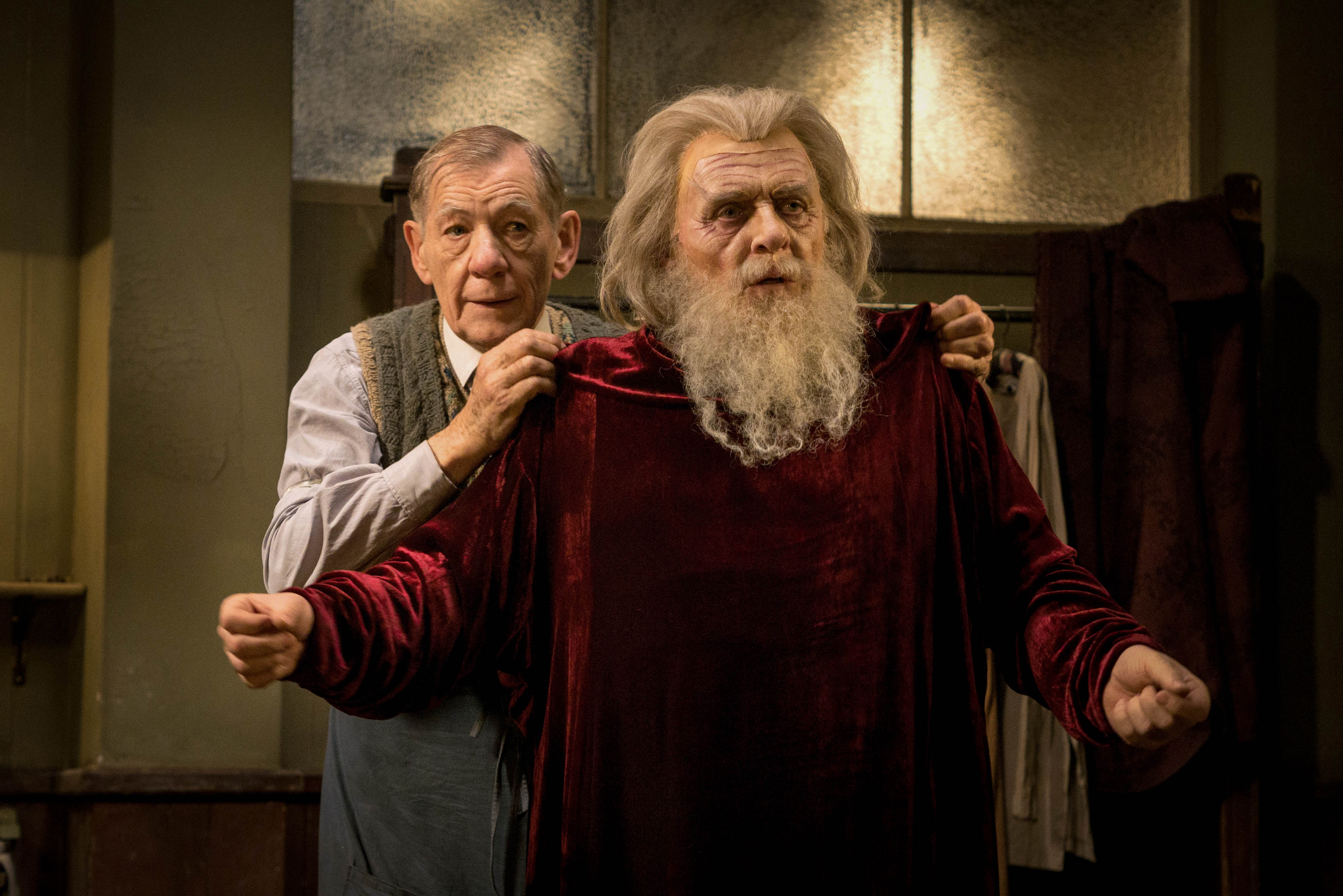WARNING: Embargoed for publication until 00:00:01 on 27/10/2015 - Programme Name: The Dresser - TX: n/a - Episode: n/a (No. n/a) - Picture Shows: +++PUBLICATION OF THIS IMAGE IS STRICTLY EMBARGOED UNTIL 00.01 HOURS TUESDAY OCTOBER 27TH 2015+++ Norman (IAN MCKELLEN), Sir (ANTHONY HOPKINS) - (C) Playground Entertainment - Photographer: Joss Barratt