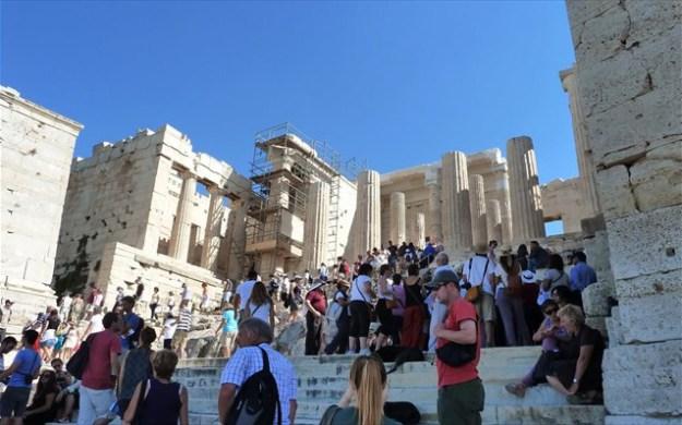 akropoli-tourismos-touristes