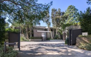 Jane Fonda, Beverly Hills, Los Angeles, Carla Ridge, Richard Perry, Home for sale, ΤΖΕΙΝ ΦΟΝΤΑ, ΣΠΙΤΙ, ΠΩΛΗΣΗ, nikosonline.gr