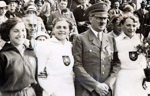 Hitler, Χίτλερ