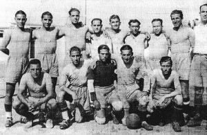 APOEL, Αθλητικός Ποδοσφαιρικός Όμιλος Ελλήνων Λευκωσίας (ΑΠΟΕΛ).