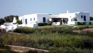 TOM HANKS, RITA WILSON, ANTIPAROS, GREEK ISLAND, nikosonline.gr